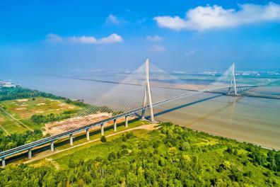 Ein Meisterstück an Ingenieurskunst: Die Brücke &qout;Pont de Normandie&qout; überquert die Seine-Mündung bei Le Havre